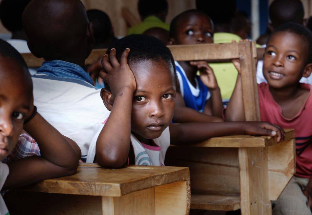 des enfants qui ont peur d'un avenir avec échec social
