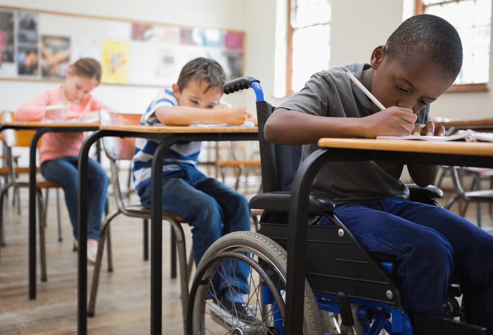 un enfant handicapé physique