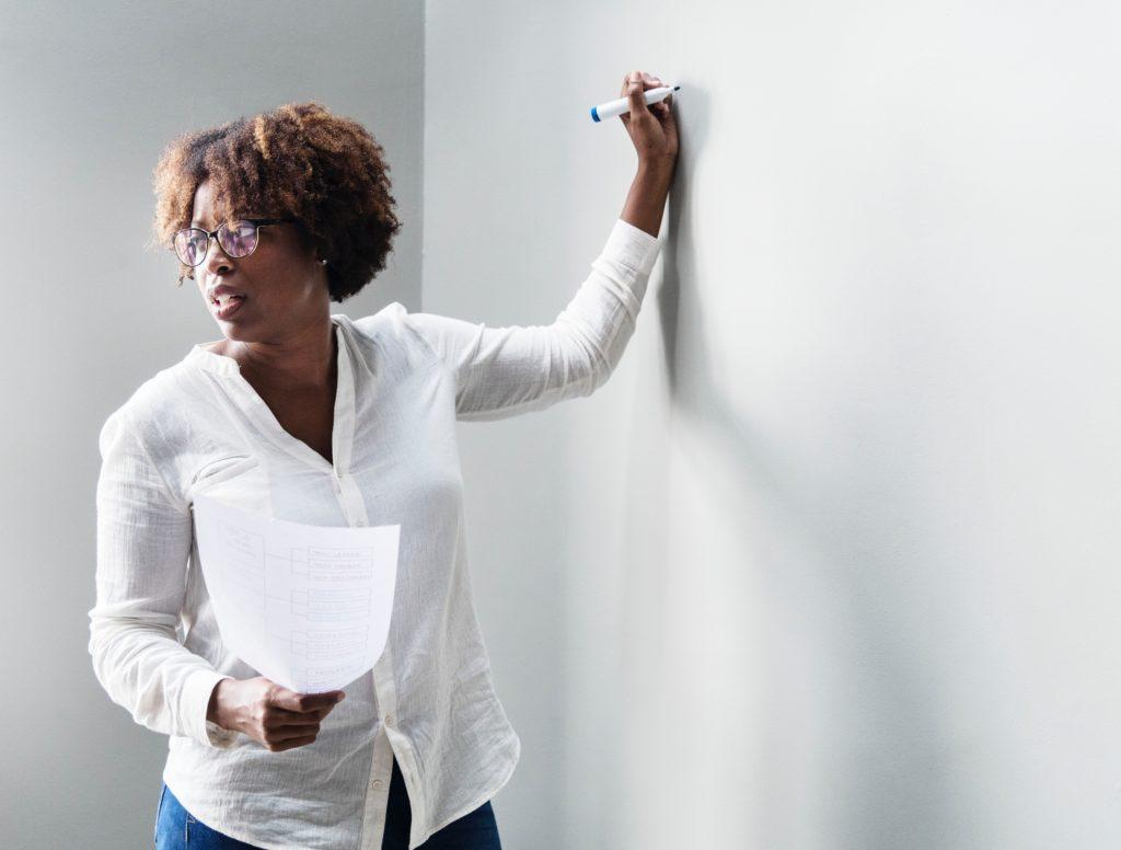 une enseignante stratégique institutrice